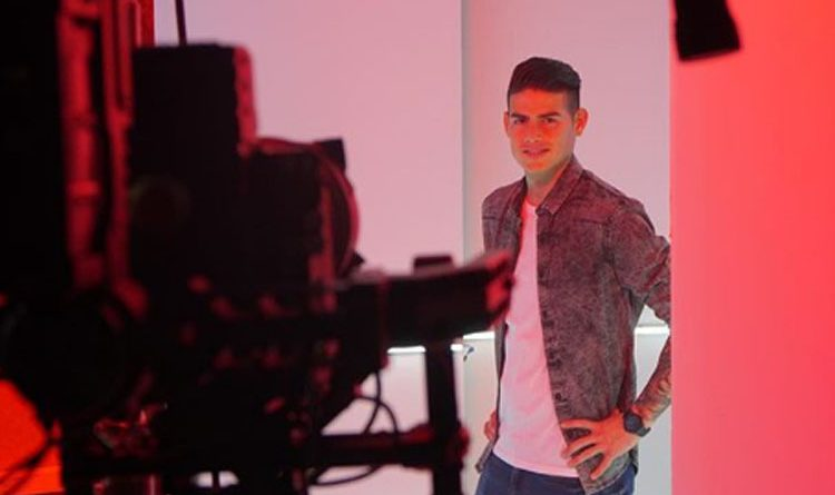 La estrella del Bayern Múnich y de la selección Colombia mostró sus habilidades como modelo que incendió su cuenta de Instagram.