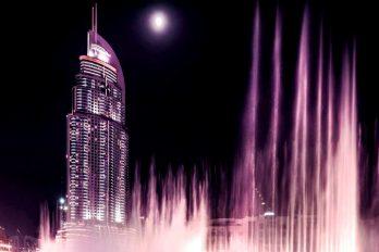 Así es la fuente danzante más grande del mundo conocida como la Dubai Fountain, un espectáculo gratuito