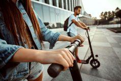 Conoce cuánto puedes ahorrar con una patineta scooter, ¡una solución para tu bolsillo!