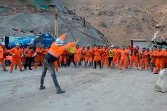 Los mineros más divertidos que verás en mucho tiempo. ¡Ellos sí saben cómo debe empezar el día!