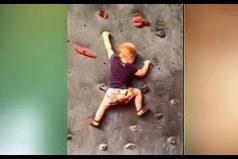 Ella aprendió a escalar antes que a caminar. ¡Es una hermosa bebé escaladora!