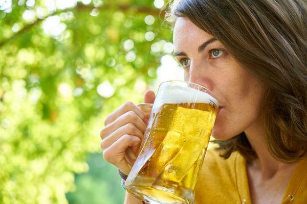 El consumo moderado de alcohol es benéfico