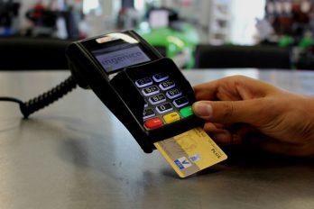 ¡Por fin, una luz en el camino! Estamos cerca de NO pagar cuota de manejo para las tarjetas de crédito