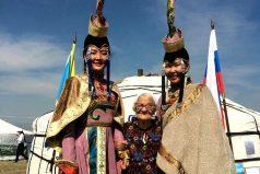 Abuela de 89 años no ahorra, gasta toda su pensión viajando por el mundo