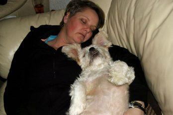 Dormir con tu perro podría ser más beneficioso que hacerlo con otra persona