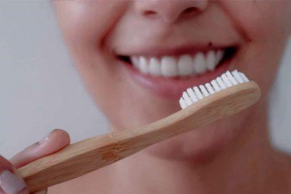 Cepillos de dientes de bambú y almidón de maíz, se venden en Colombia para salvar el medio ambiente