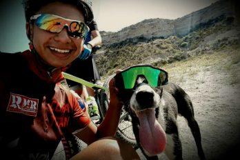 Ciclistas colombianos rescatan a un perro abandonado y deshidratado, ¡literalmente pusieron el hombro para ayudarlo!