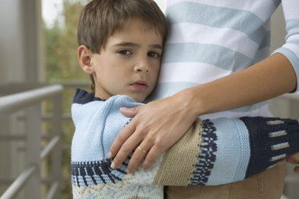 Niño de 8 años gasta sus ahorros para cumplir el sueño de su mamá con cáncer