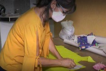 De modista pasa a hacer tapabocas para regalar a los abuelitos menos favorecidos