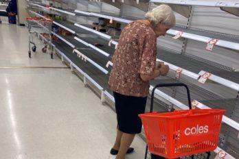 Abuelita llora porque no encuentra mercado tras compradores impulsivos