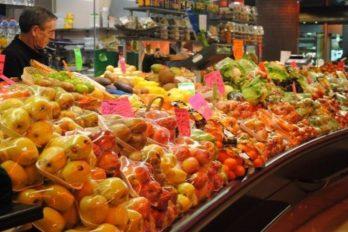 Iniciativa busca que supermercado de cadena no empaque verduras y frutas en plástico