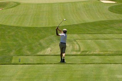 A pesar de cuarentena obligatoria, personas en Girardot deciden salir a jugar golf