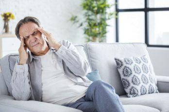 ¡Cuidado al dolor de cabeza! Estudio dice que sería un síntoma del COVID-19