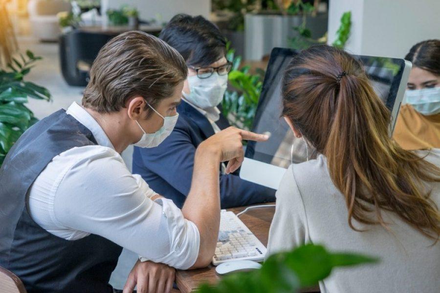 Cuidado con los espacios cerrados, allí podría aumentar riesgo de contagio de COVID-19