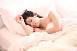 Dormir mucho también puede ser síntoma de COVID-19, según experto