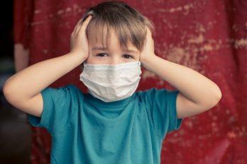 Tres niños contagiados de COVID-19 por sus padres, que no usaron tapabocas