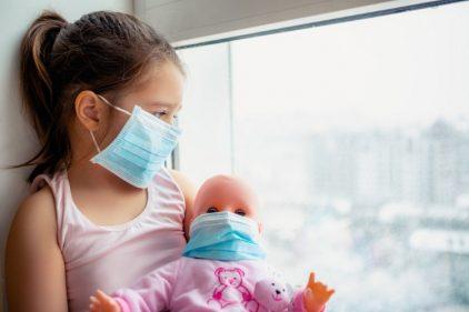 Vomito y diarrea son primeros síntomas de COVID-19 en los niños, según estudio