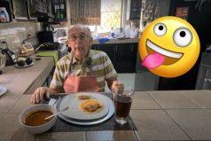 Anciano perdió su trabajo por el COVID-19, creó un canal cocina y es un éxito rotundo
