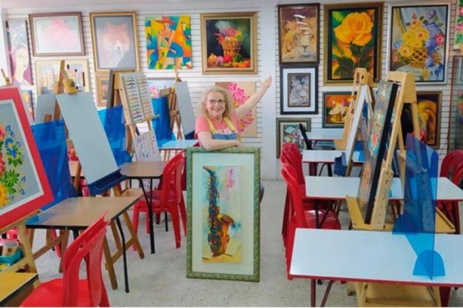 Escuela de dibujo con adultos mayores se reinventa para que el arte siga latente