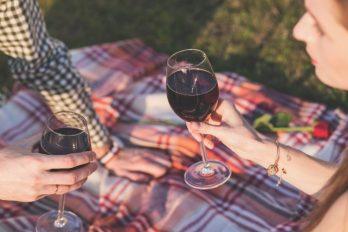 Antioxidante presente en el vino podría aliviar la gravedad del COVID-19
