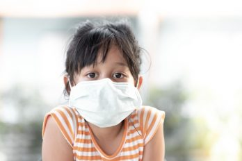 Aumentan los casos del COVID-19 en niños y evalúan efectos potenciales a largo plazo