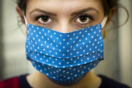 El uso del tapabocas podría ayudar para crear inmunidad contra el COVID-19