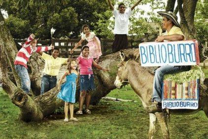 La historia del biblioburro: la creación colombiana para llevar libros a lugares apartados