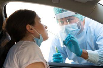 Luego de una prueba nasal del COVID-19, mujer sufrió fuga de líquido del cerebro
