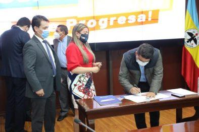 Apoyo a medio ambiente en Cundinamarca con firma de convenios por 84.812 millones de pesos