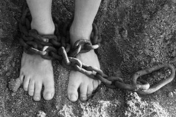 Detenida mujer que encerró a su hijo por 28 años: las consecuencias fueron aterradoras