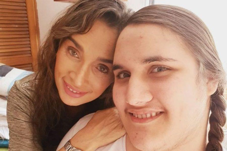 Le niegan a hijo de Luly Bossa con distrofia muscular un medicamento para poder caminar
