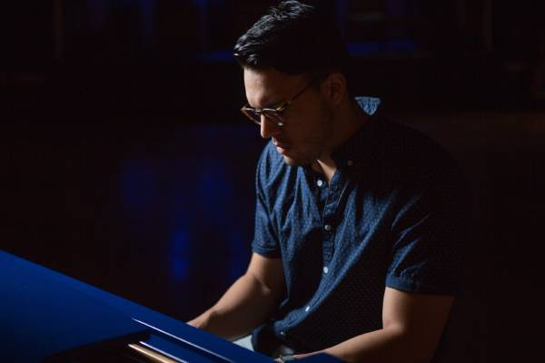 Juan Andrés Ceballos, la historia detrás de uno de los compositores del nuevo disco de Selena Gómez