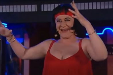 Doña Nidia de 'Pedro el Escamoso' se alegra por ganarse la lotería, pero una celadora la regañó