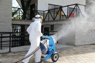 Protocolos que no sirven contra el COVID-19 ¡Desinfectar zapatos, uno de ellos!