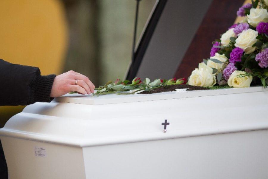 Familia se roba el cadáver de un adulto mayor muerto