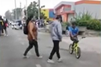 A punta de correazos sacó una madre a su hijo de las marchas
