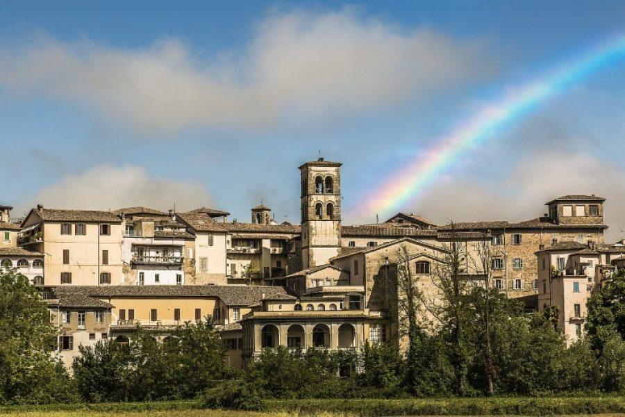 En Italia le pagan a personas para que trabajen en ese país de forma remota