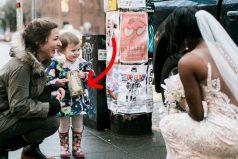 Esta pequeña confunde a novia por una princesa del libro que sostiene en su mano. Su cara lo dice todo
