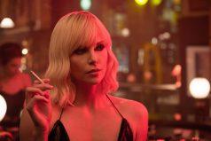 Charlize Theron vuelve a criticar las desigualdades de Hollywood entre actores y actrices