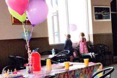 El triste cumpleaños viral de una niña a cuya fiesta sólo acudió una amiga