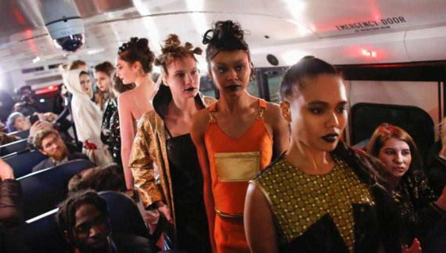Debuta en la Semana de la Moda de Nueva York en un autobús