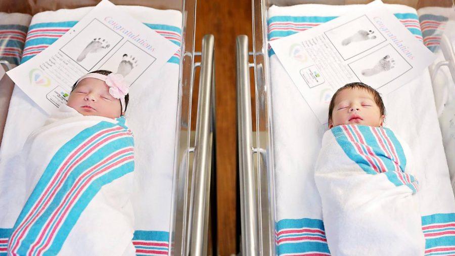 Conoce la razón por la que los papás de estos bebés casi los destinaron al matrimonio
