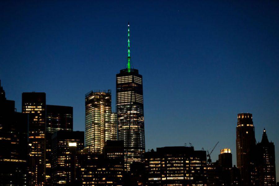 Edificios en todo el mundo 'se pintan' de verde en defensa del Acuerdo de París