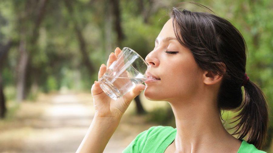 Las peligrosas consecuencias de beber 8 vasos de agua al día