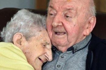 Con 98 años, mujer se mudó a un asilo para estar con su hijo de 80