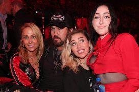 Miley Cyrus celebra el talento como cantante de Noah. ¡Está orgullosa de su hermana!
