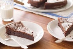 ¿Un pastel de chocolate sin harina? Es real y una receta ideal para los que no comen gluten