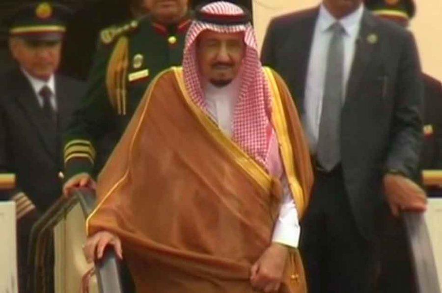 Autos lujosos y ascensores portátiles: extravagante gira del rey de Arabia Saudita