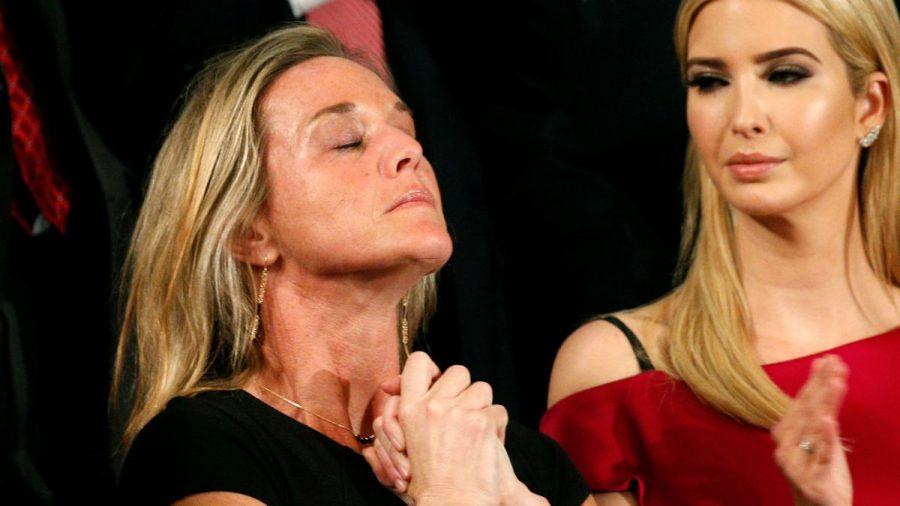 El emotivo homenaje de Donald Trump a la viuda de un militar muerto en combate